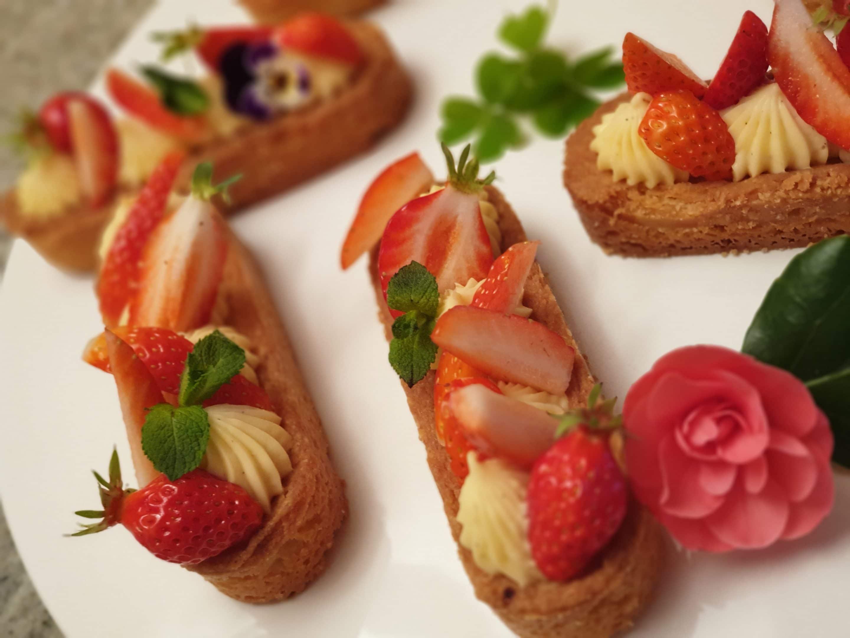 Entremets à la fraise servis à la table d'hôtes à la Maison de Julia, Albi, Tarn